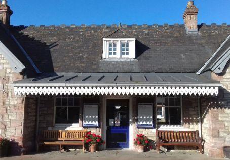 Viele Bahnhoefe in Schottland sind eine eigene kleine Reise wert.