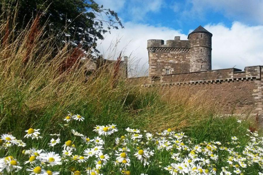 Die Drehorte der Outlander Serie stehen im Mittelpunkt dieser Reise durch Schottland.