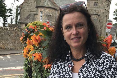 Die Reiseleiterin Jutta Norris fuehrt mit Passion Gaeste durch Schottland.