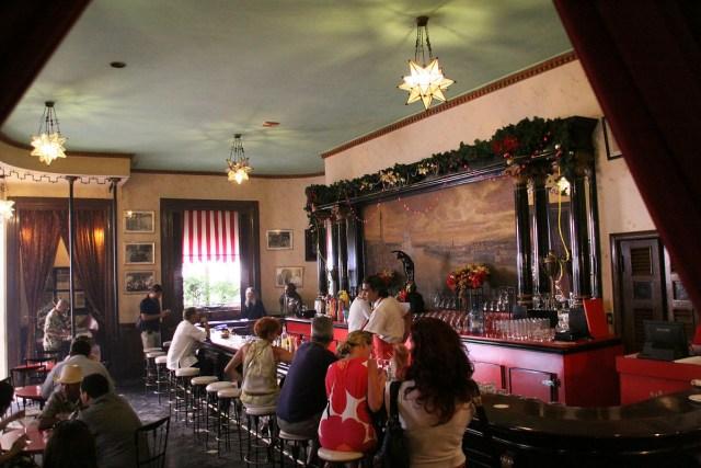 1200px-Floridita_bar,_Havana,_Cuba_1
