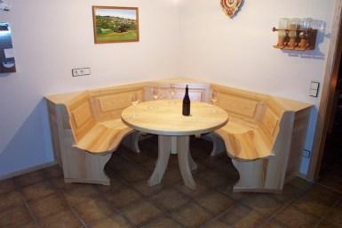 Rundbank Esche massiv, Sitzfläche gekehlt
