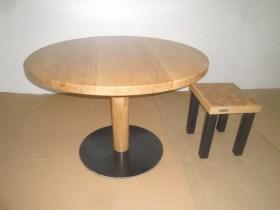 Tisch in Eiche rund Ø 1100 mit Säule+Eisenplatte (2)