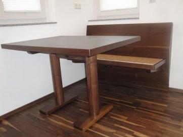 Tisch mit Säulenfußgestell rund Nußbaum