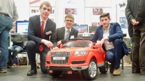 """Jugend forscht 2017: Jonathan Ranck (SG) mit seinen Freunden Raphael Diedersdorfer und Moritz Fischer vom Max Planck in Heidenheim konstruierten einen High Tech BobbyCar mit dem Auffahrstop """"Easystop""""."""