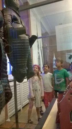 Ritterrüstungen im Hamburgmuseum