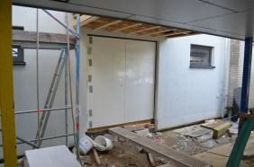 Hinter diesen Türen versteckt sich bald die Hausmeisterwerkstatt.