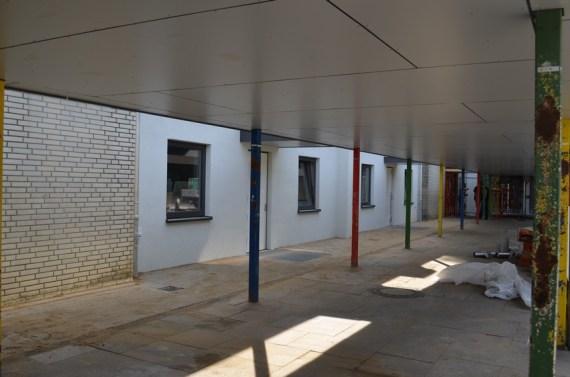 Zwischen den beiden Eingängen in die Klassentrakte sind neue notwendig gewordene Räume entstanden.