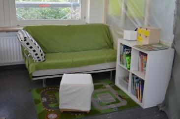 Schon morgen werden hier Kinder sitzen, ruhen, lesen und klönen.