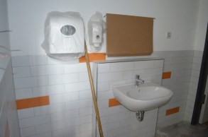 Waschbecken und Co haben ihren Platz gefunden!