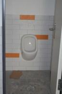 Auch in der Jungentoitelle ist fast alles angebracht!