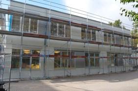 Die Fassade des alten Neubaus