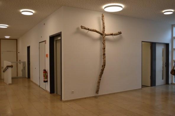 Kreuz im Eingangsbereich