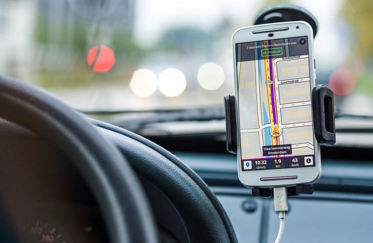 Headup Display für Smartphones zur Navigation im Auto