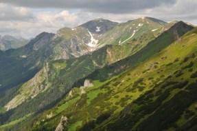 Červené vrchy, v strede Kresanica