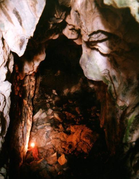jaskyňa fotená od vchodu