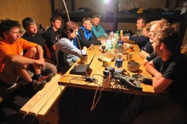 Večerná debata v dome na Boro Polje