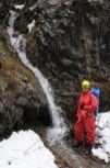 Vodopád pri diere V-5 vytekajúci z diery O-6