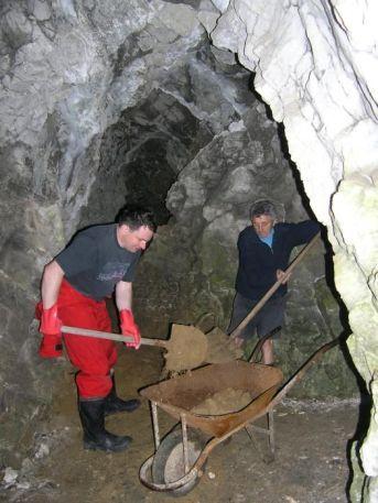 Prehlbovanie vstupnej chodby do jaskyne