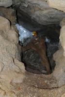 Vstupná studňa do jaskyne.