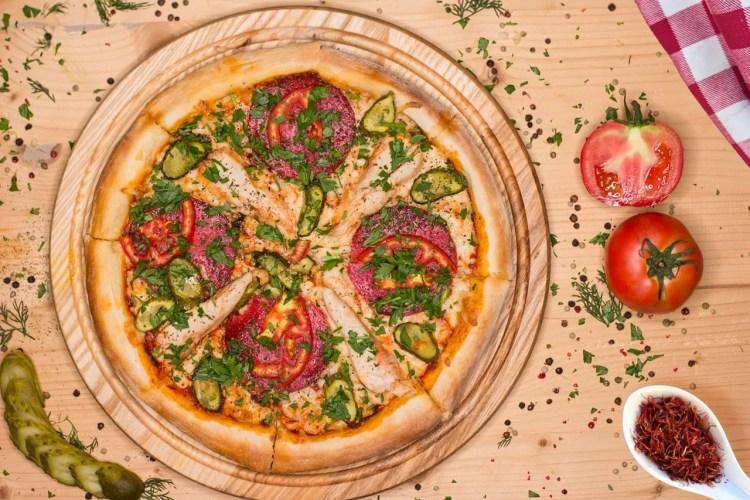 Pizza mit veganem Käse
