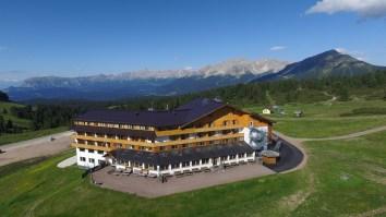 Hotel_Schwarzhorn_Drohne