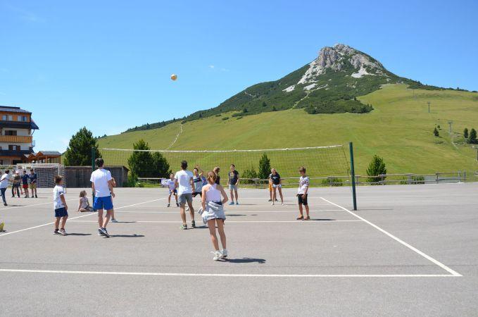 Giocare a pallavolo con vista mozzafiato