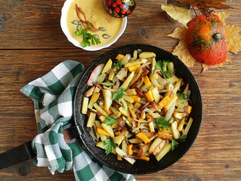 5 Fleischgerichte für die Grillparty, Gebratene Kartoffelmit würzigem Hähnchenfleisch in der Paella Pfanne
