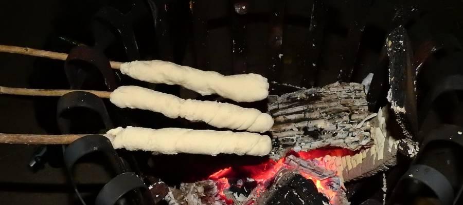 Stockbrot Rezept einfach - mit und ohne Hefe