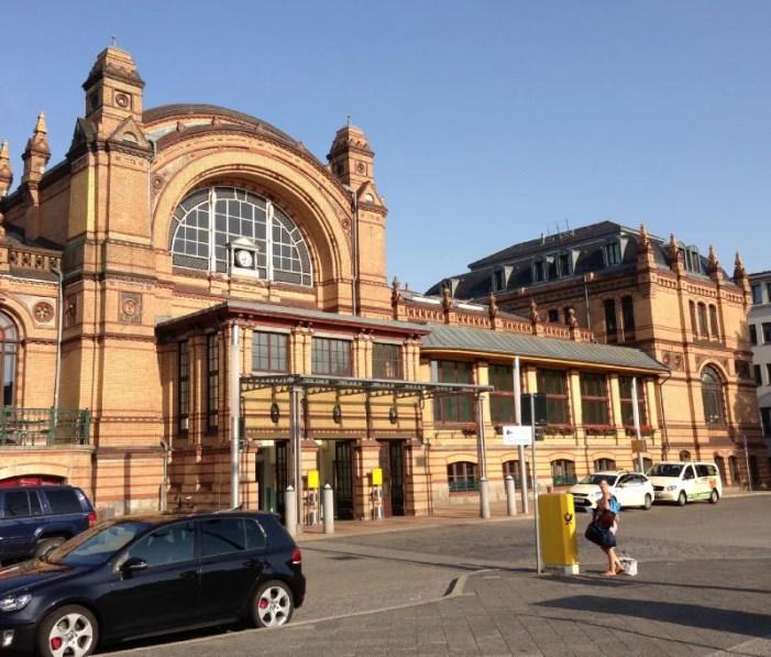 Schweriner Hauptbahnhof: Schmutz per WhatsApp melden