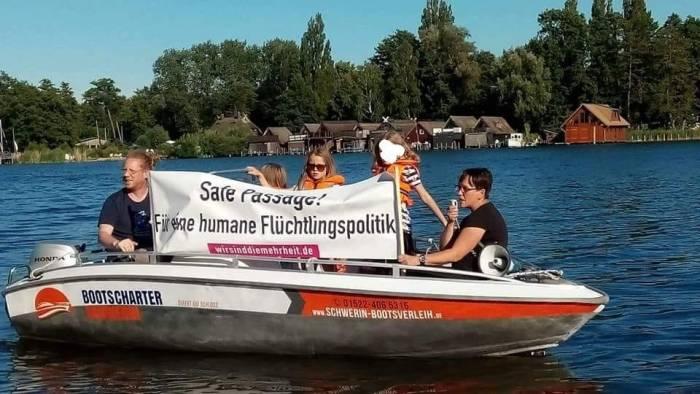 Flüchtlingsaktivisten kapern Sommerfest des Landtages