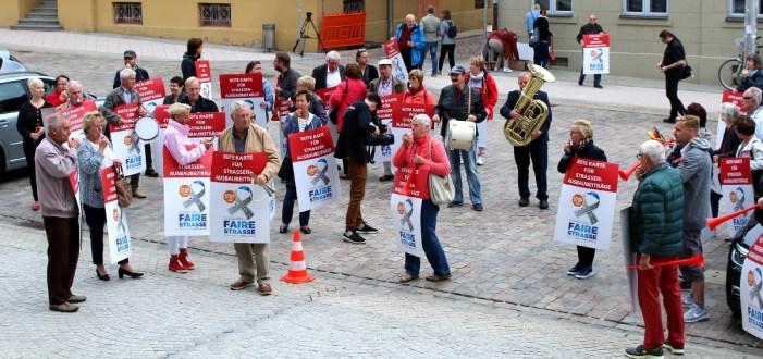 Bürgerprotest hat Erfolg: Straßenausbaubeiträge sollen fallen