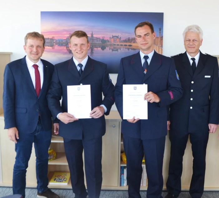 Oberbürgermeister beruft Feuerwehrmänner auf Lebenszeit