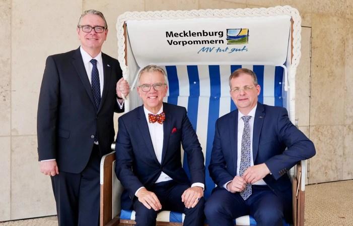 Schwerin: Schweizer Botschafter besucht IHK