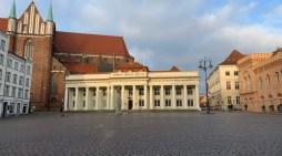 Schwerin: Es geht los am Säulengebäude