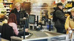 Schwerin: Beim Einkaufen besondere Rücksicht nehmen