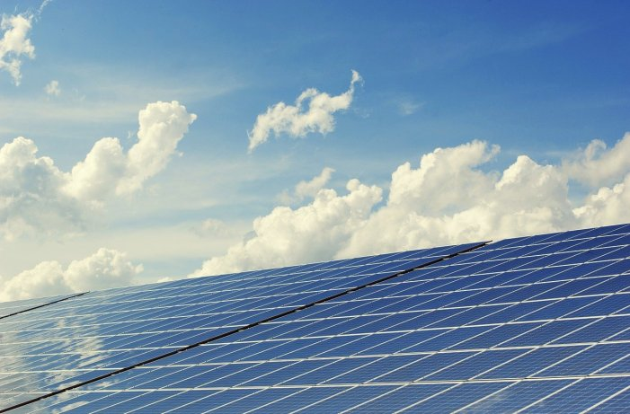 Energiedienstleister schließt Bauarbeiten an Solarpark ab