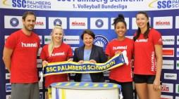 Schwerin: Ministerin besucht Volleyballerinnen