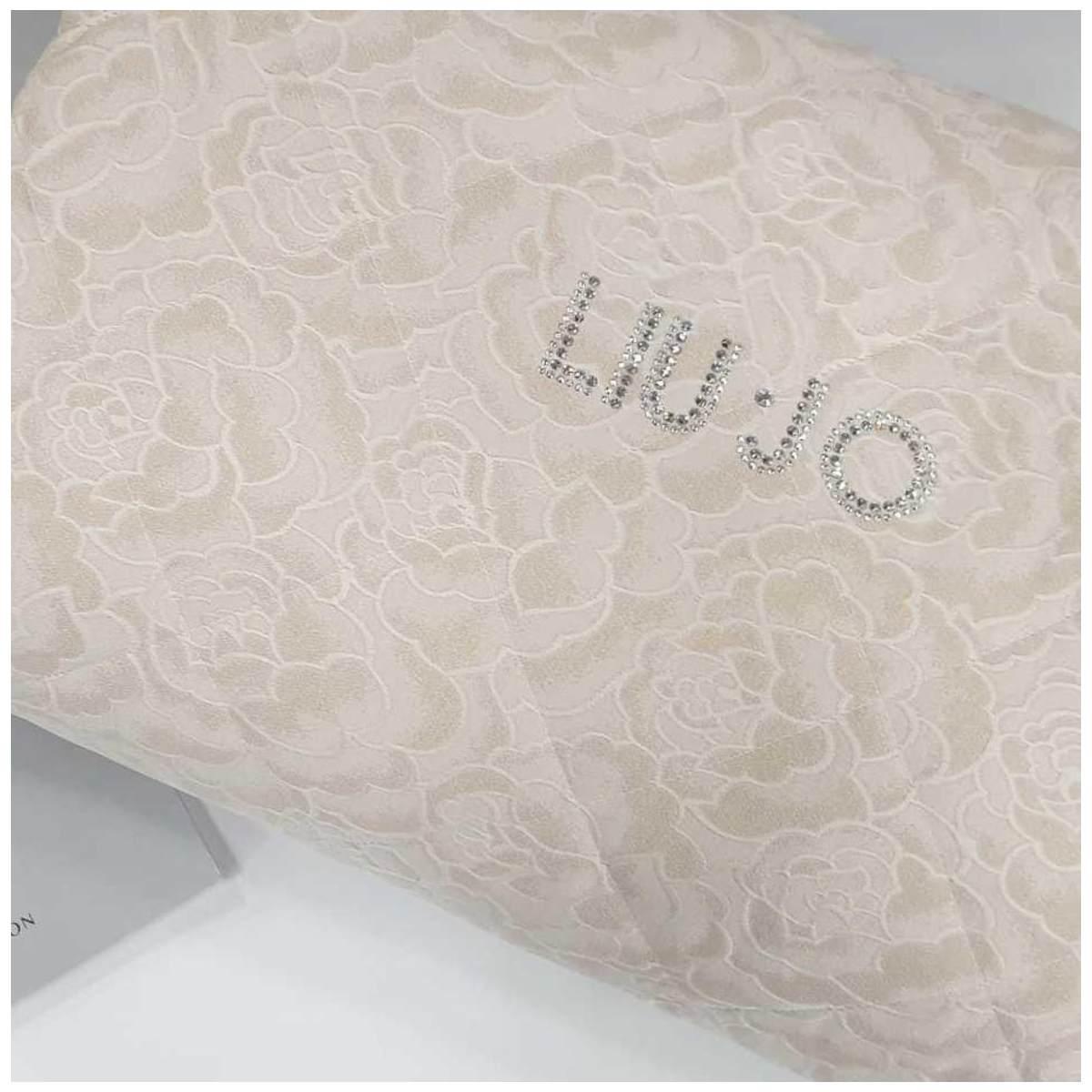 Logo liu jo centrale ricamato e realizzato con punti luce swarovski Trapuntino Matrimoniale Liu Jo