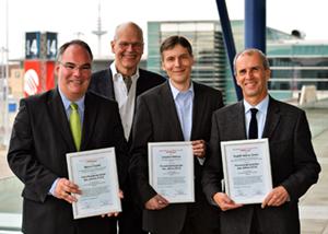 Männerquartet - Die Forschungssprecher des Jahres 2012 (v.r.) R. Dreier, C. Böhme, MWJ-Chefredakteur R. Korbmann, M. Finetti. Foto: Rathke