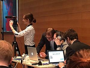 Soziale Medien in der Praxis: Livestream auf Youtube vom WÖM2-Workshop - mit technischen Problemen. (Foto: Tobias Maier)