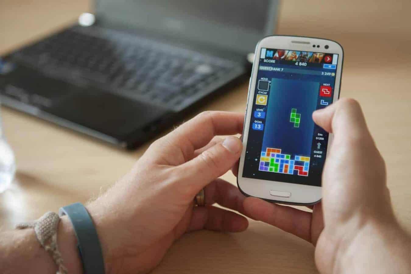 Tetris can block cravings