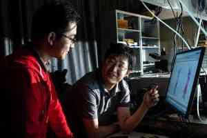 Nanotube device channels heat into light