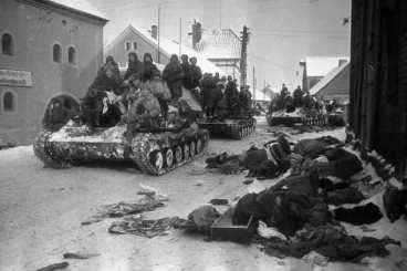 soviet-troops-on-tanks-poland-soviet-germany