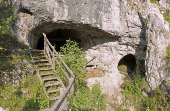 Altai Denisovans cave denisova
