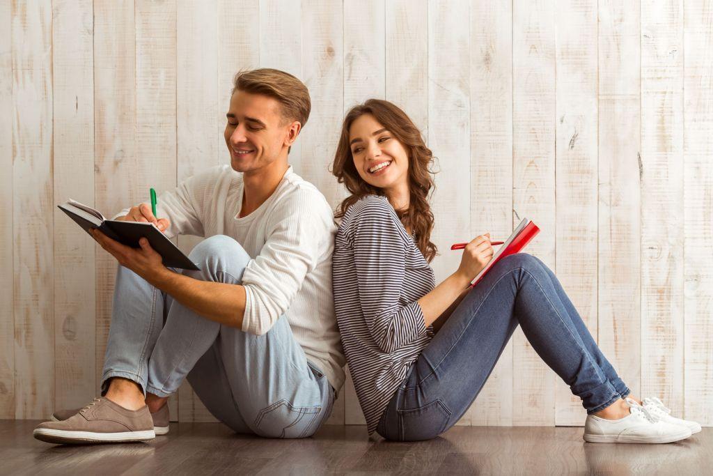 好きな人との距離を縮める!恋愛心理から学ぶモテる会話テクニック