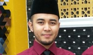Ustadz Fakhry Emil Habib