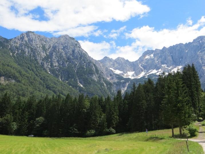 Otoczenie doliny Ravenska Kočna, szczyty: Koroška i Kranjska Rinke oraz Velika i Mala Baba.