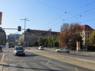 """To w dalszym ciągu plac Kościuszki w samym centrum Wrocławia, skąd ruszyłem na ekspadę i MDM, Marszałkowska Dzielnica Mieszkaniowa, bardzo dobry przykład socrealizmu w architekturze. Monumentalne pierzeje potężnych kamienic dają miastu to """"coś"""", co świadczy o tym, jak bardzo jest wyjątkowe."""