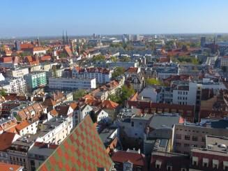 Widok z wieży kościoła garnizonowego (jej pełna wysokość to ponad 91 metrów) rzuca na kolana, całe stare miasto jak na dłoni!