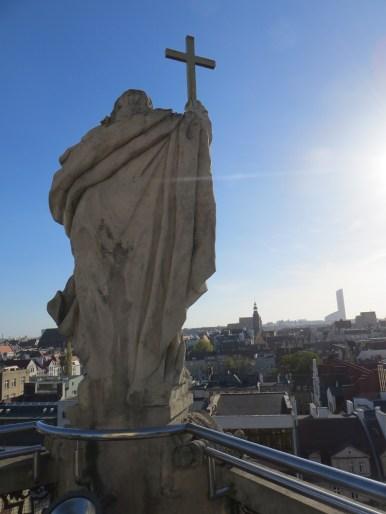 Jedna z rzeźb, udało im się przetrwać ostatnią wojnę w niemal nienaruszonym stanie.